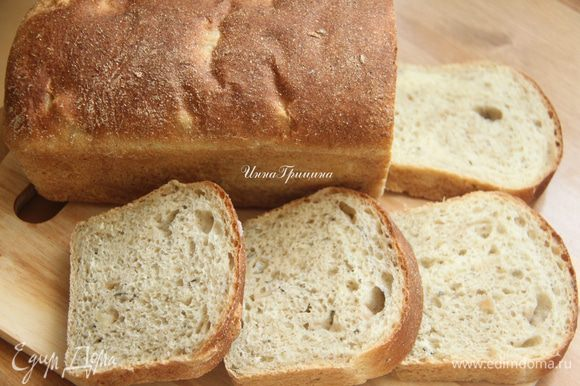 Остудить хлеб на решётке. Корочка не хрустящая, очень мягкий хлеб. Вкусно!