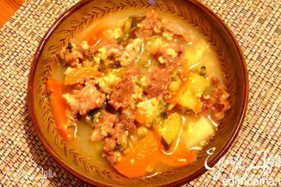 Суп на сырной сыворотке с говяжьими ребрами: http://www.edimdoma.ru/retsepty/63057-syrnyy-sup-s-govyazhimi-rebrami