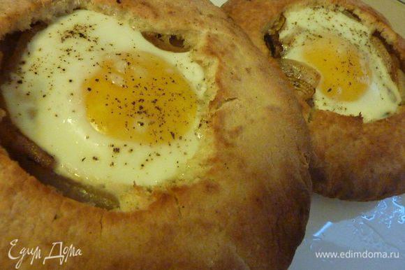 """Очень нашей семье нравится такой вариант завтрака - """"Глазунья"""" в съедобной тарелке от ТатьянаS - http://www.edimdoma.ru/retsepty/66669-glazunya-v-s-edobnoy-tarelke Очень вкусно !"""