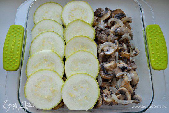Форму для выпекания я использовала 25 х 22 х 5 (1,8л). Итак, форму смазать растительным маслом, выложить слоями: куриные сердечки - грибы с луком-кабачок -...