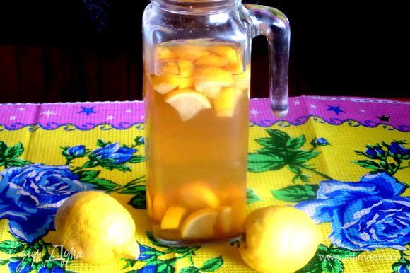 На заднем плане освежающий лимонад из чая: http://www.edimdoma.ru/retsepty/68290-limonad-iz-zelenogo-chaya