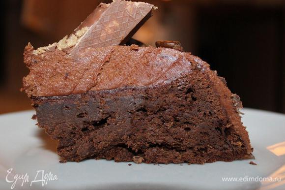 И кусочек этого шоколадно-кофейного удовольствия в разрезе.