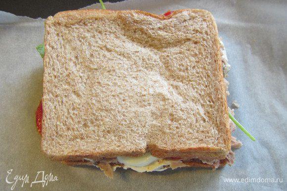 Накрываем вторым кусочком хлеба. Ставим под разогретый гриль минуты на 3.