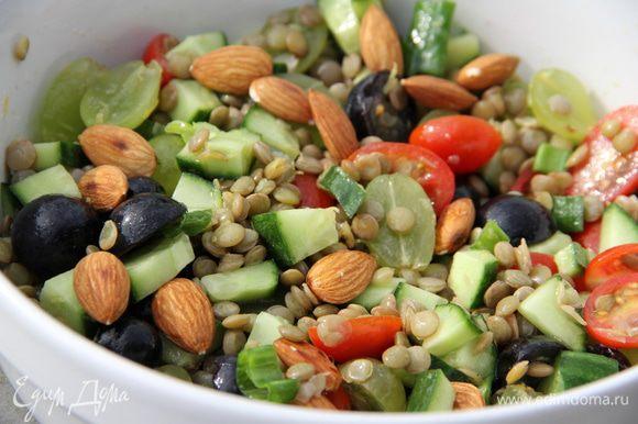 И наслаждаемся сытным, полезным и освежающим салатиком. Приятного аппетита)