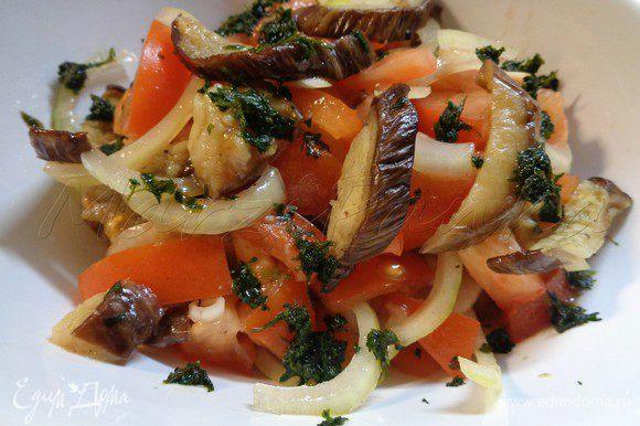 Добавить в салат немного сока лимона или грейпфрута, полить перед подачей бальзамическим соусом или уксусом. Приятного аппетита!