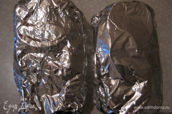 Заворачиваем в фольгу. И выкладываем на противень для запекания в духовку на 25 минут при температуре 200 градусов.