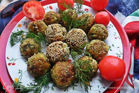 А на второе можно подать не менее нежные картофельно-броккольные шарики от нашей Mari http://www.edimdoma.ru/retsepty/70912-kartofelnye-shariki-s-brokkoli-zelenyu-i-kunzhutom Очень вкусные!