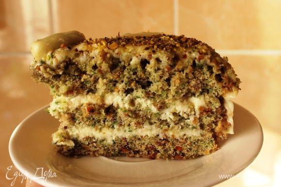 А вот и кусочек! Очень вкусно и ароматно! Не удивлюсь, если этот тортик станет моим фирменным рецептом и одним из самых востребованных десертов моими домочадцами и гостями:)