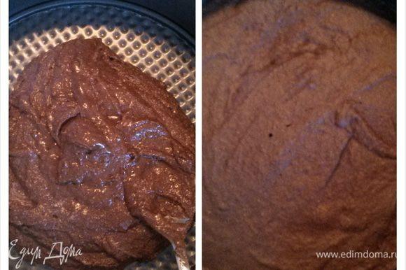 Распределила тесто по форме 202м. Надо было бы ее смазать маслом, но я забыла. Ничего, отошло потом неплохо. Выпекать 20 минут при 180 градусах.