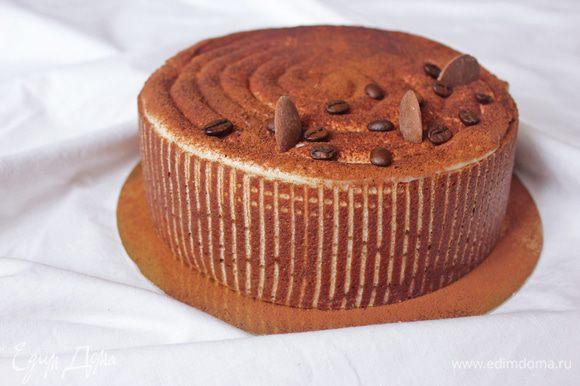 Украшение: Маскарпоне смешиваем со сгущенкой, украшаем из кондитерского мешка спиралью или на Ваш вкус. Посыпаем какао. Охлаждаем торт несколько часов в холодильнике.