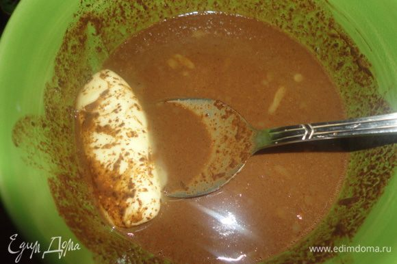 Добавить в горячий шоколад 50 гр сливочного масла. Перемешать и поставить в холодильник для загустения.