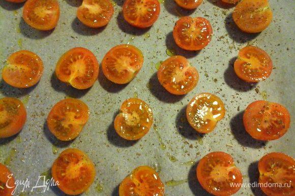 Через час после как вы поставили индейку, займемся гарниром. Помыть помидоры, разрезать пополам, посолить, посыпать орегано, полить маслом. Выпекать 1 ч при 145*.