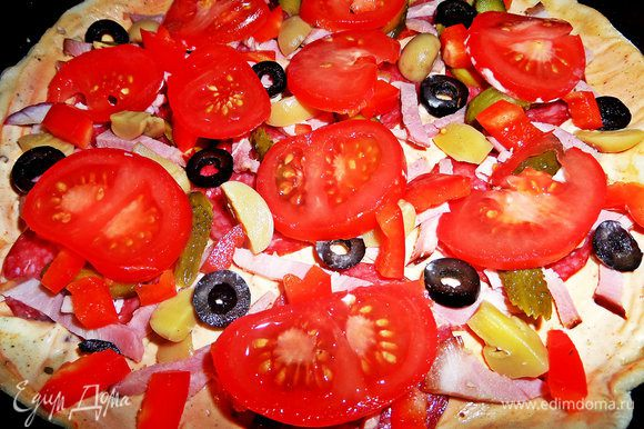 Накрыть помидорными кружками + немного лука.