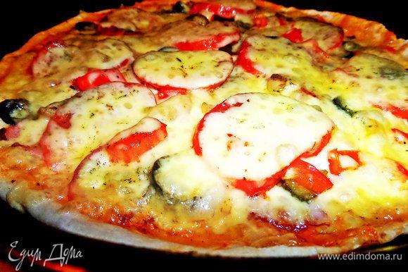 Вот так выглядит пицца с пылу с жару. Ребята конечно налетели, дело было вечером...