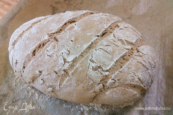 Оставьте хлеб охлаждаться на решётке.