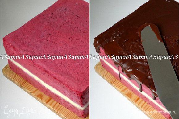 Когда суфле застынет, освободить торт от формы. Шоколад растопить на водяной бане вместе с растительным маслом и полить поверхность торта.