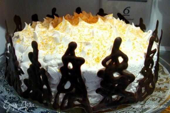 Это уже готовый, но еще безымянный торт пошел ночевать в холодильник :)