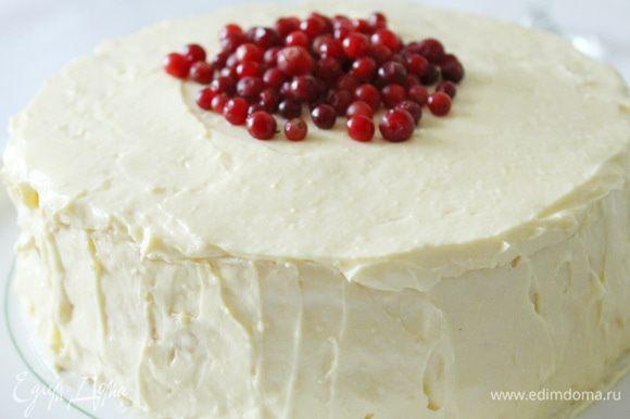 Верх и бока торта смазать заварным кремом. Через 2-3 часа торт можно подавать к столу. Хотя я его начала пробовать почти сразу :)