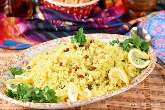 Для подачи выложить на сервировочное блюдо, украсить ломтиками лимона и зеленью. Вкусное, ароматное постное блюдо готово. Угощайтесь!