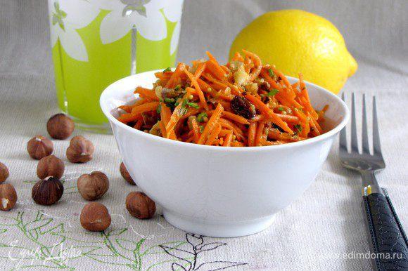 Полить заправкой салат, перемешать и дать настояться 15 минут. Приятного аппетита!