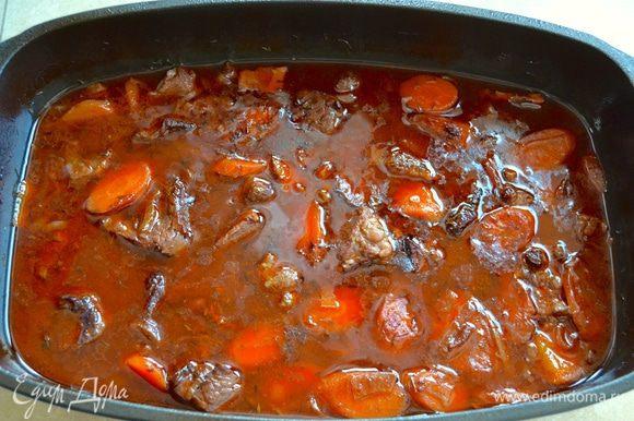 Через 2,5 часа мясо издает соблазнительные ароматы и выглядит вот так...