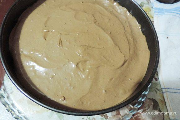 Теперь чередуем бисквит, джем, мусс, бисквит, ждем, мусс. Убираем торт в холодильник минимум на час.