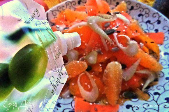 Для заправки смешать немного майонеза с йогуртом, соком лимона и добавить отруби для связки и пользы. Полить сверху хаотично на салатик.