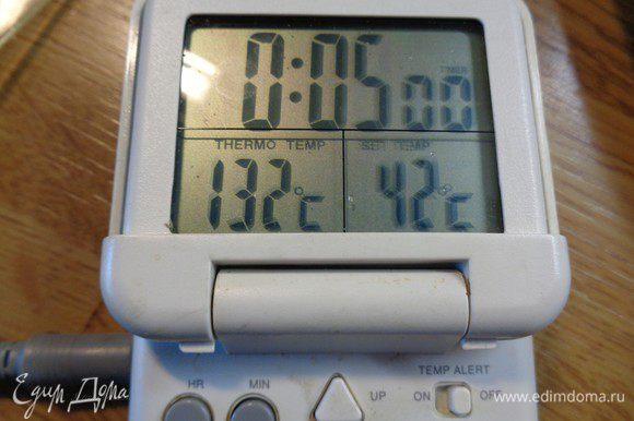Нагреем наше масло до 175-180°С. У меня на фото пока 132, ждем. Нам нужна температура фритюра.