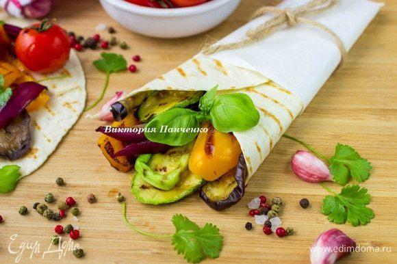Завернуть конвертом и съесть с удовольствием:)