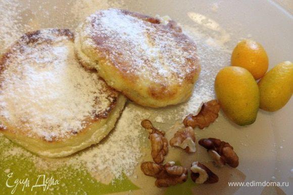 Также делала сырнички с натертым на терку грецким орехом и апельсиновой цедрой. Получились очень ароматные и вкусные.