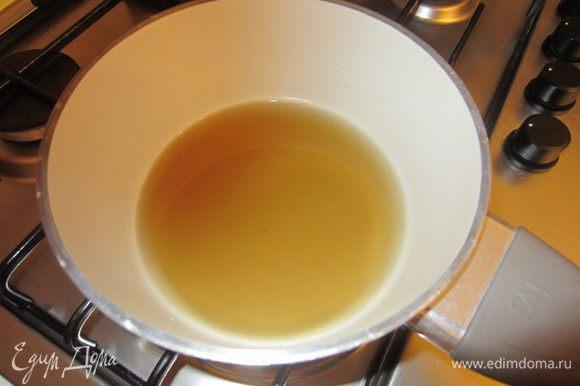 Растворить сахар в воде.