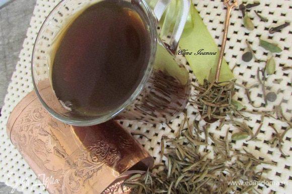 Чайный напиток процедить и подавать с медом или любимыми восточными сладостями.