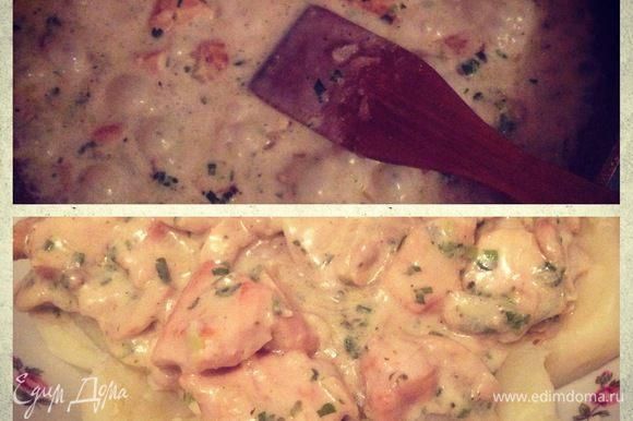 Почистите картофель, порежьте на 4 длинных частей и варите до готовности. В конце варки добавьте сливочное масло. Выкладываем картофель в большую тарелку, сверху кладем курицу с грибами, посыпаем зеленью и наслаждаемся вкусным ужином:)