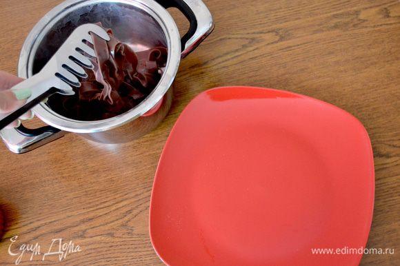 Как видите, я выбрала красный цвет для тарелок - как известно, он пробуждает не только аппетит, но и страсть.