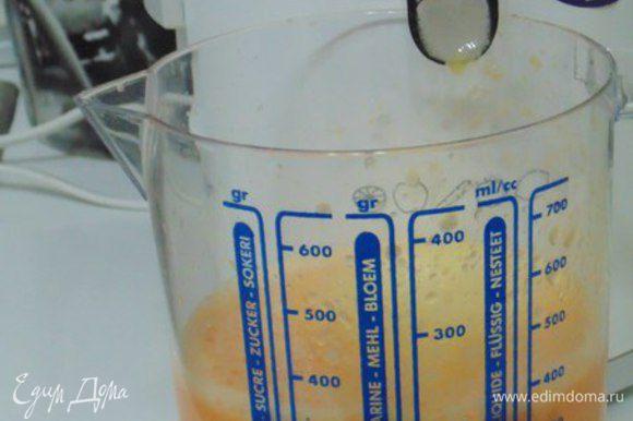 Из мандаринов выжать сок, процедить, замочить желатин в соке на 10 минут. Добавить сахар и ванилин. Прогреть до растворения сахара и желатина, не кипятить! Разлить по креманкам на 2/3, поставить в холодильник до застывания желе.