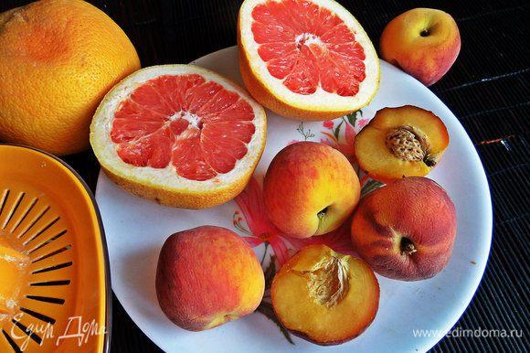 Грейпфрут моем, делим пополам.