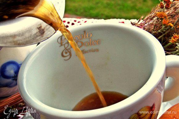 Прогреть не до кипения,дать отстояться и можно перелить в чашку. Кому мешают семечки-сделать это через сито, но было и так вкусно!