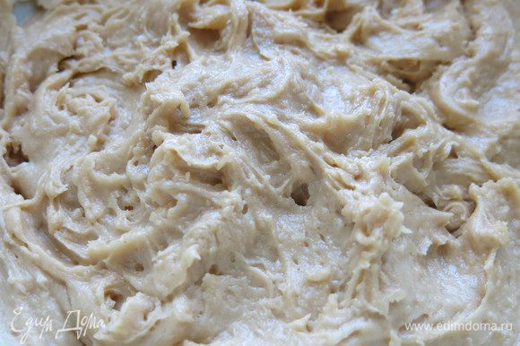 Затем ещё раз взбиваем блендером массу из печенья и отправляем охлаждаться в холодильник.
