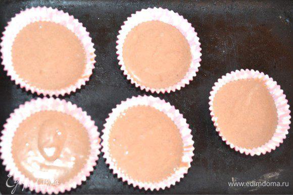 К оставшемуся тесту я добавила какао-порошок. И они получились шоколадные.