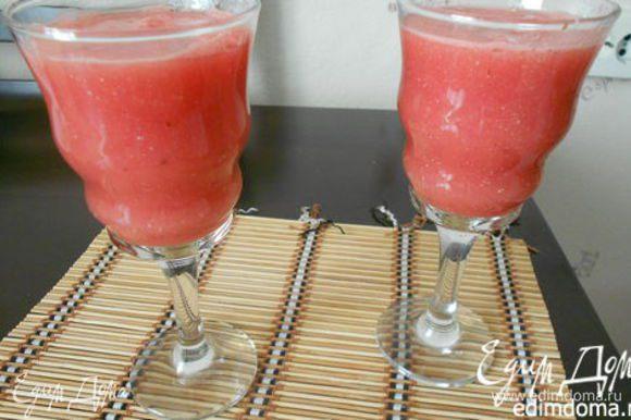 Из арбуза можно приготовить арбузный коктейль. http://www.edimdoma.ru/retsepty/75741-arbuznyy-kokteyl