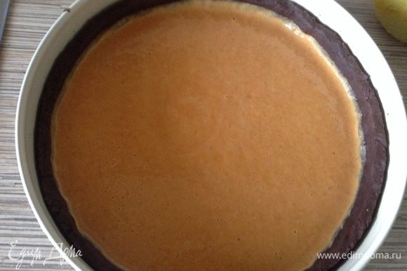 Соединить пюре и сливочно-яичную смесь вылить в форму, выпекать при 180С 40 минут.