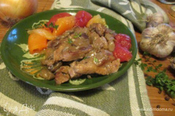 """На программе """"Тушение"""" с мясом мультиварка справилась за 40 минут. Запеченные или отваренные овощи на пару, прекрасно подойдут для гарнира к утиному мясу."""