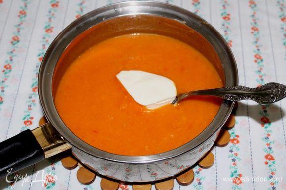 Затем добавить сливочный сыр и довести до кипения.