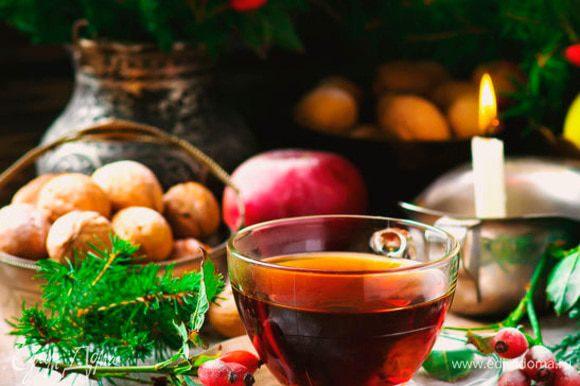 Чай из крапивы и шиповника отличается немного терпким вкусом. В нем много витаминов и он очень полезен для здоровья. Особенно вкусным получается чай на очищенной воде с помощью фильтров BRITA.