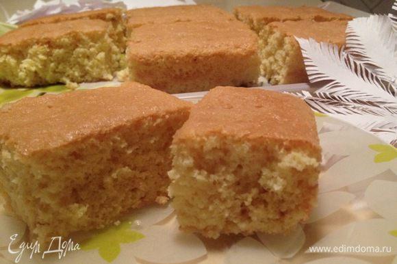 Охладить в холодильнике. Подавать в порционной тарелочке и есть ложечкой — десерт очень нежный.