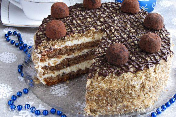 Можно дать настояться в холодильнике или пробовать сразу. Зовем всех домашних и угощаем вкусным, мягким, нежным ореховым тортиком!
