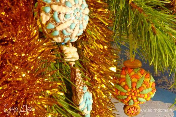 А сюрпризы гремят внутри! А любопытные ходят кругами! Но на каждое хотенье есть терпенье! Новый год уже близко! Угощайтесь и ловите подарки! Они здесь: http://www.edimdoma.ru/club/posts/19640-novogodnie-podarochki-2