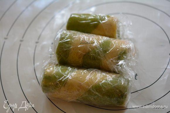 Завернуть в пищевую пленку и в холодильник на 15-20 минут.