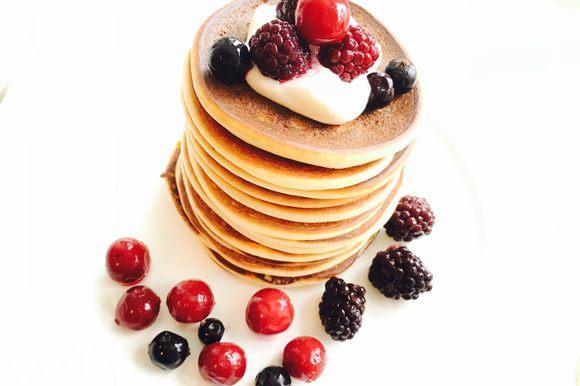 Я подавала на завтрак с ягодами и мягким творогом, взбитым с сахарозаменителем до кремообразного состояния.