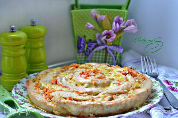 Готовому блюду дать 10 минут постоять в форме. Затем выложите на блюдо и подавайте горячим. В качестве гарнира можно подать спагетти, картофель или рис, полив его выделившимся при запекании соусом. Приятного вам аппетита!